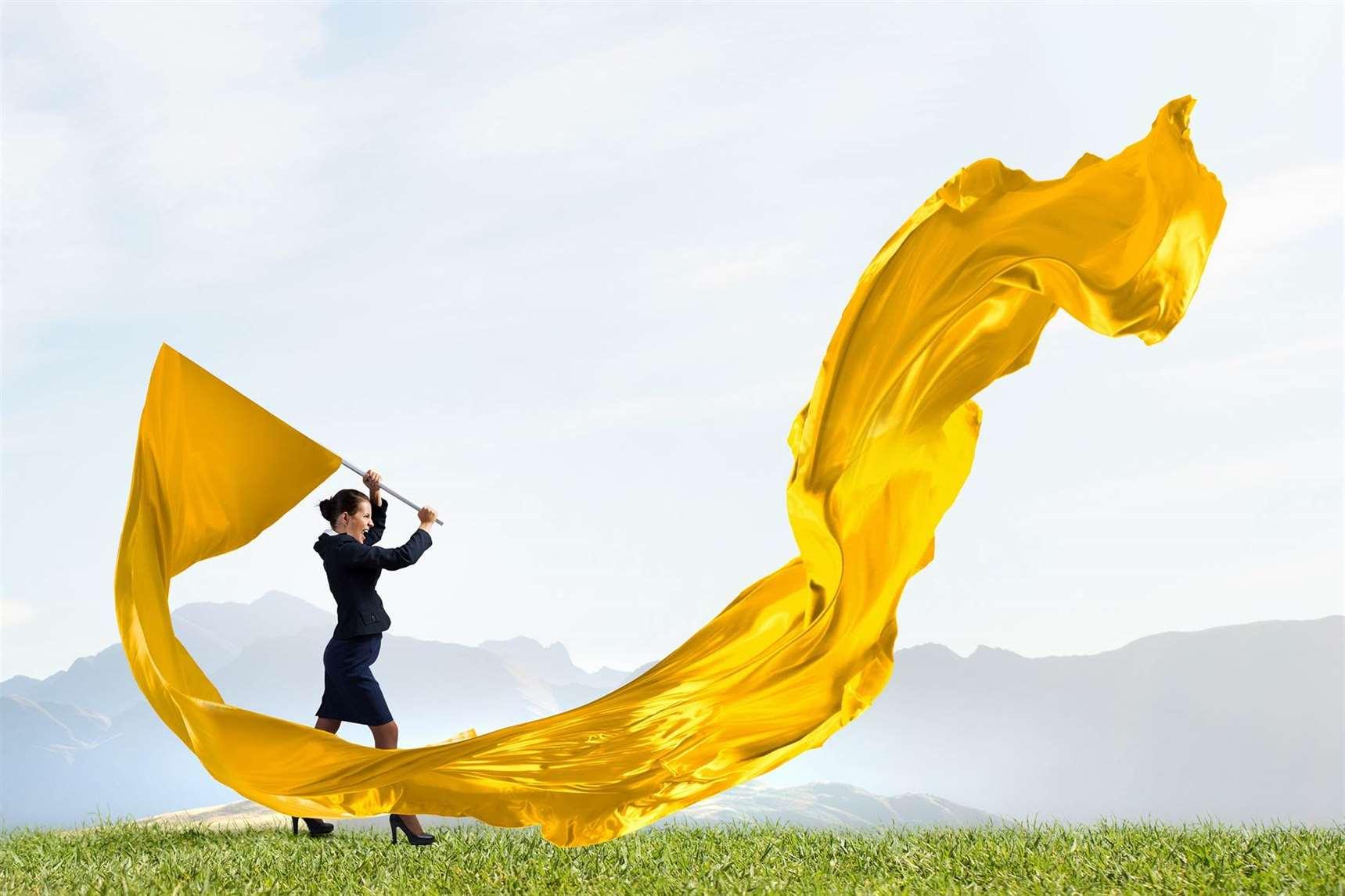 Nesťažujte sa a sledujte žlté vlajočky.