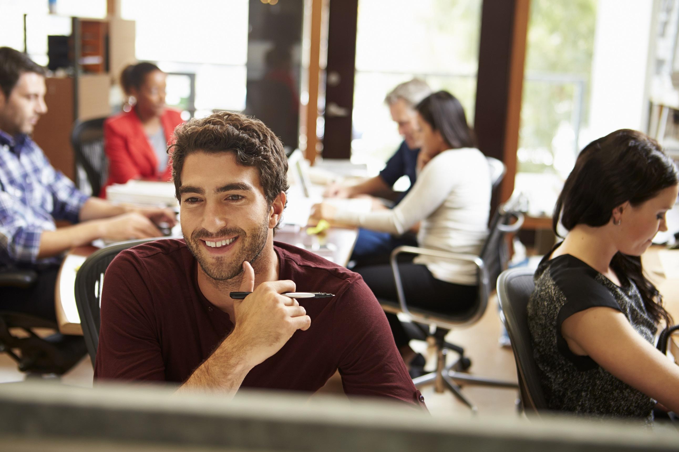 """Šťastní extroverti sú typom osobnosti, ktorí môžu mať """"skutočnú kariérnu výhodu""""."""